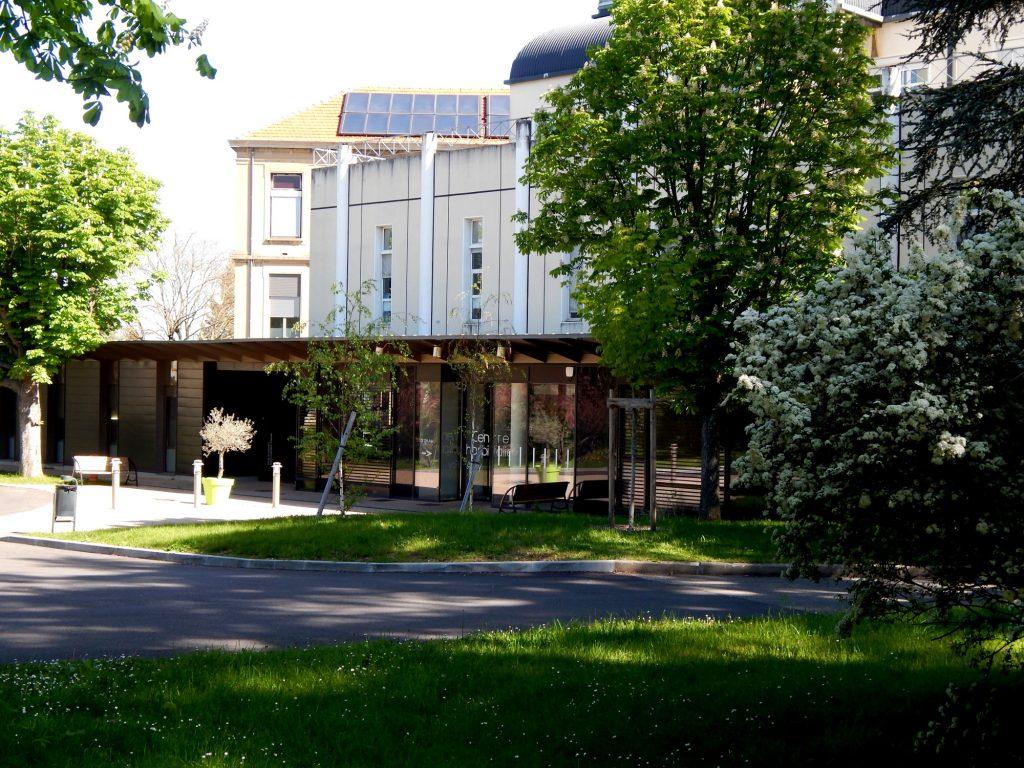 Entrée de l' Hôpital Maternité de Ste Foy lès Lyon