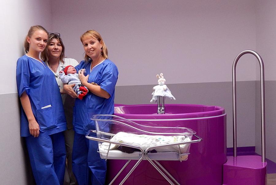 Nos auxiliaires de puériculture dans la salle d'accouchement nature et physiologique de Ste foy lès Lyon