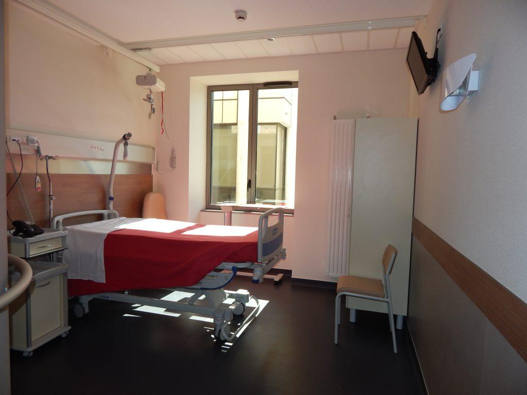 Chambre du service de Medecine de l'Hopital Maternité de Ste Foy lès Lyon