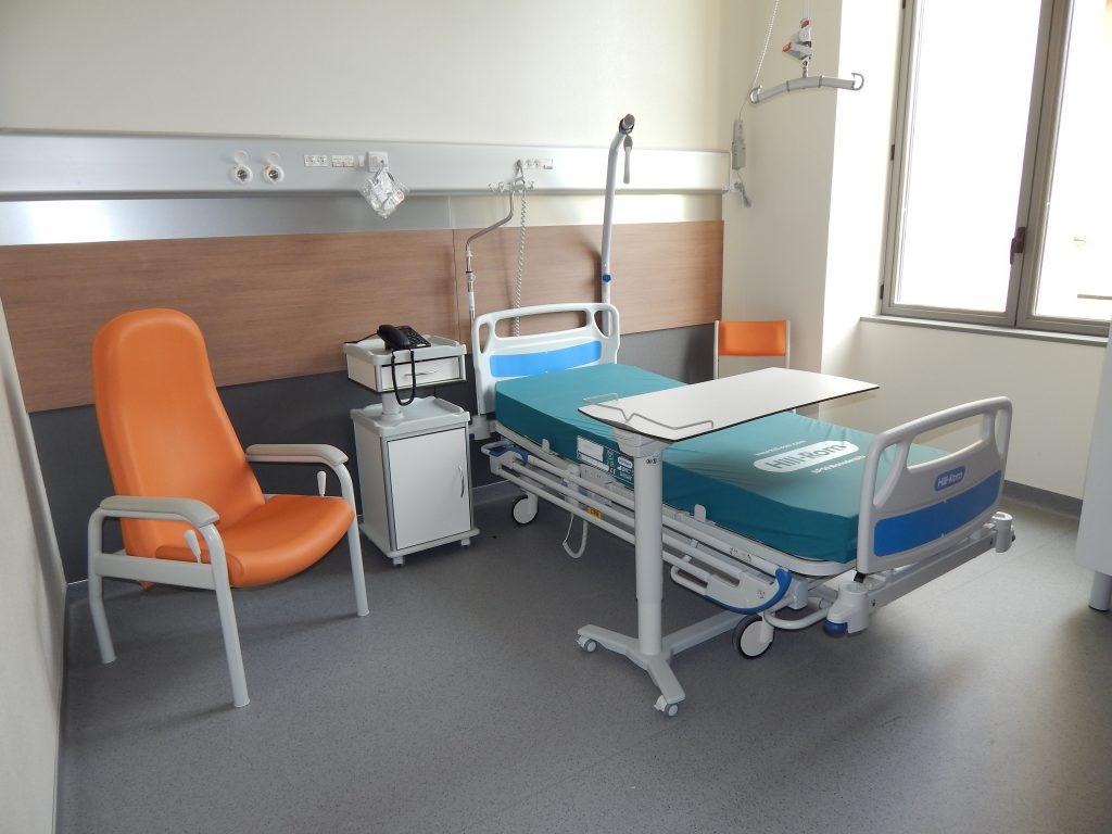 Chambre du service de Soins de Suite et Réadaptation (SSR) de l'Hopital Maternité de Ste Foy lès Lyon