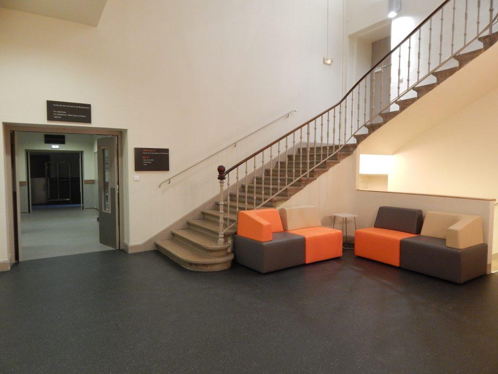Entrée du service de Soins de Suite et Réadaptation (SSR) de l'Hopital Maternité de Ste Foy lès Lyon