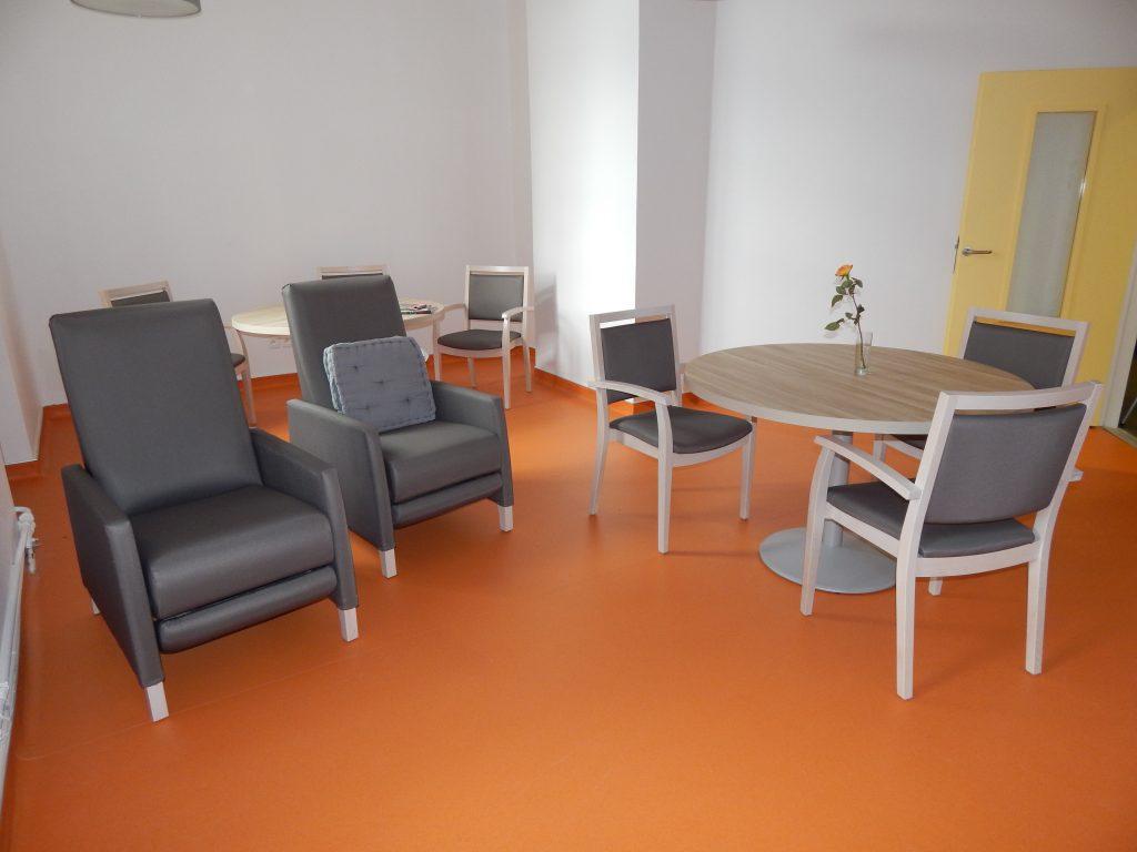 Salle de convivialité du service de Soins de Suite et Réadaptation (SSR) de l'Hopital Maternité de Ste Foy lès Lyon
